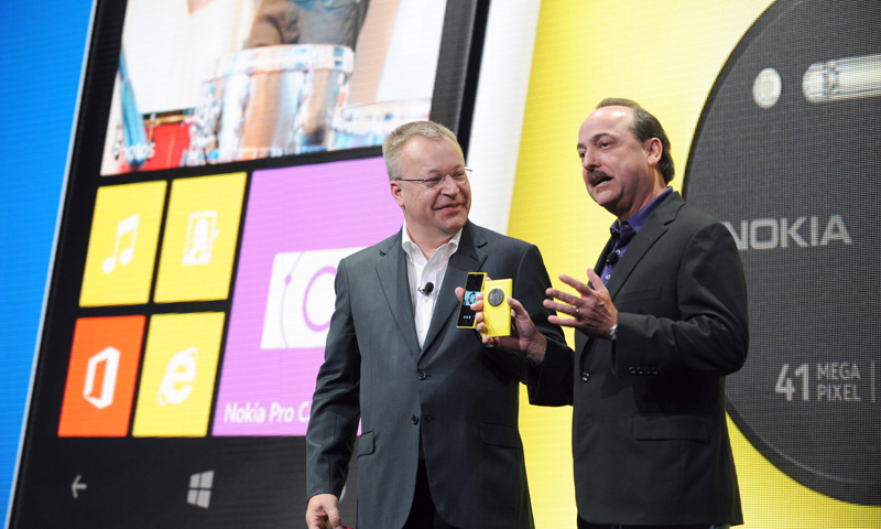 Nokia president and CEO Stephen Elop, left, and AT&T Mobility president and CEO Ralph de la Vega announce that AT&T will be the exclusive US service provider for the Nokia Lumia 1020 during the unveil of the new smartphone in New York, Thursday, July 11, 2013.  — AP Photo