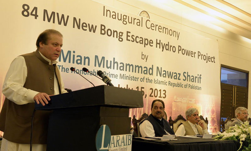 Prime Minister Nawaz Sharif addresses to the inaugural ceremony of Pakistan's first private Hydro Power Project near Mangla Dam in Azad Kashmir on Monday. – INP Photo