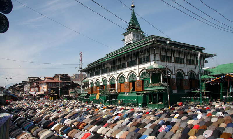 A shrine built in memory and respect of Hazrat Sheikh Syed Abdul Qadir Jeelani. The saint never visited Kashmir. He is buried in Baghdad. The old structure of Dastgeer sahib's shrine in Srinagar was reduced to ashes in a mysterious fire incident in 2012.Photo: Bee, Bilal.