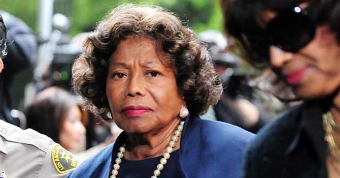 "The late Michael Jackson's mother Katherine Jackson (C) arrives at the courthouse in Los Angeles in this November 29, 2011 file photo for the sentencing of Doctor Conrad Murray. Katherine Jackson returned home to her grandchildren Thursday after a family battle led a US judge to transfer the guardianship of late singer Michael Jackson's three children to his nephew TJ. Jackson's 14-year-old daughter Paris -- who had been broadcasting her fears about her grandmother's whereabouts on Twitter for days -- tweeted ""gran"