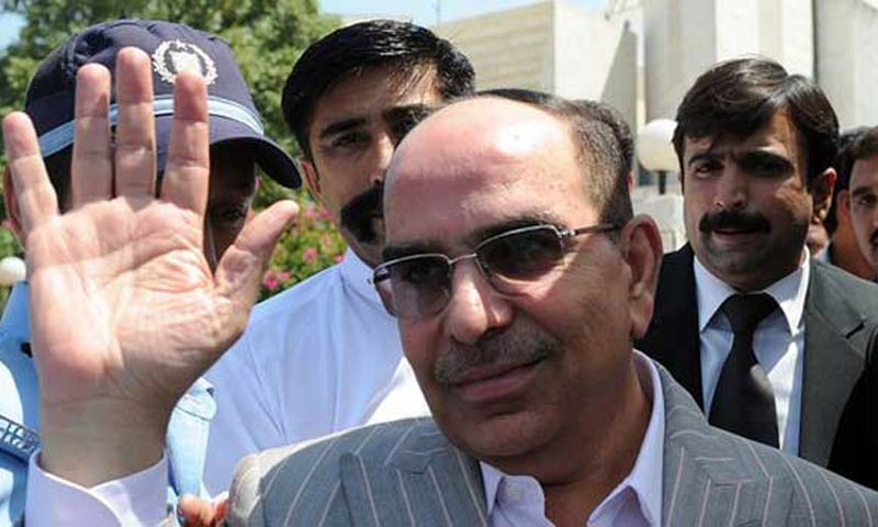Property tycoon Malik Riaz Hussain shown exiting Supreme Court. - File Photo