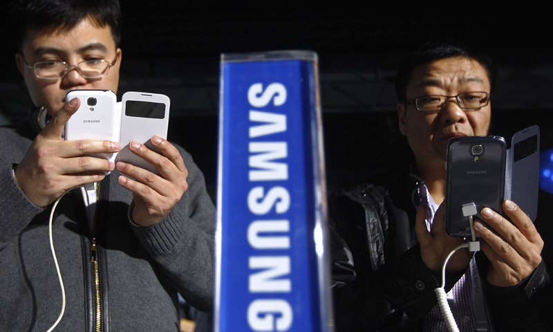 Guests test the Samsung Galaxy S4 mobile phones during a event in Beijing April 19, 2013. — Reuters Photo