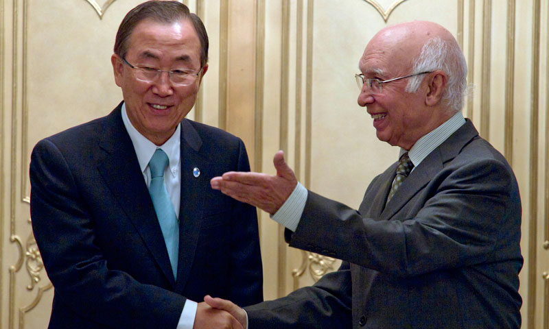 Pakistan's National Security Adviser Sartaj Aziz, right, meets UN Secretary-General Ban Ki-moon for talks at the Foreign Ministry in Islamabad on Tuesday, Aug. 13, 2013. – AP Photo