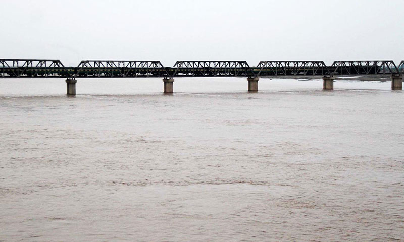 A view of heavy water level near Railway Bridge Kotri at Downstream Kotri. — Online Photo by Nadeem Khawer.