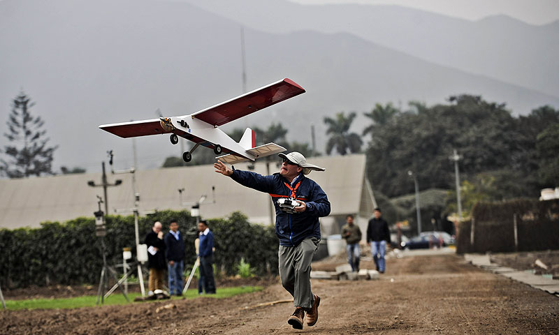 This control remote vehicles, popularly known as 'drones', begin to formally sail the skies of Peru with scientific purposes to conduct research in agriculture and archeology.