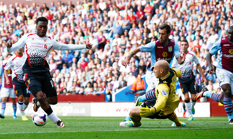 Liverpool's Daniel Sturridge (L) goes around Aston Villa's Brad Guzan to score during their English Premier League soccer match at Villa Park in Birmingham, central England, August 24, 2013. – Reuters Photo