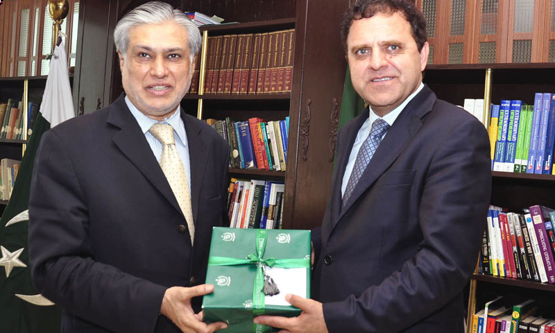 Federal minister for finance senator Mohammad Ishaq Dar presenting a souvenir to Dr. Hazrat Omar Zakhilwal finance minister of Afghanistan. — INP Photo
