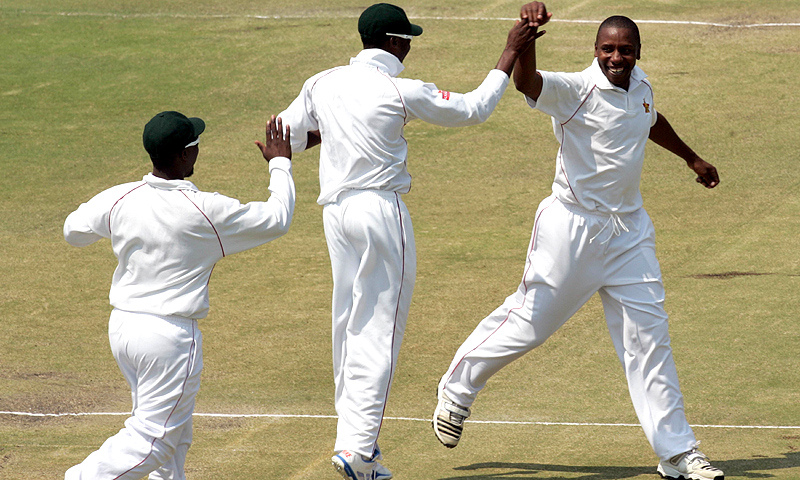 Zimbabwe bowler Tinashe Panyangara (R) celebrates the wicket of Khurram Manzoor. -Photo by AFP