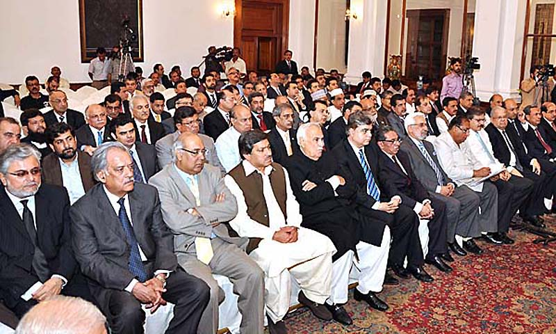 Members of Karachi's business community listen to an address by Prime Minister Mian Muhammad Nawaz Sharif at Governor House. — Photo by  APP