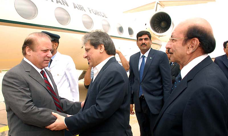 Prime minister Muhammad Nawaz Sharif being received by Governor Sindh Dr Ishratul-Ebad Khan and chief minister Syed Qaim Ali Shah at Air Port . — Photo by INP