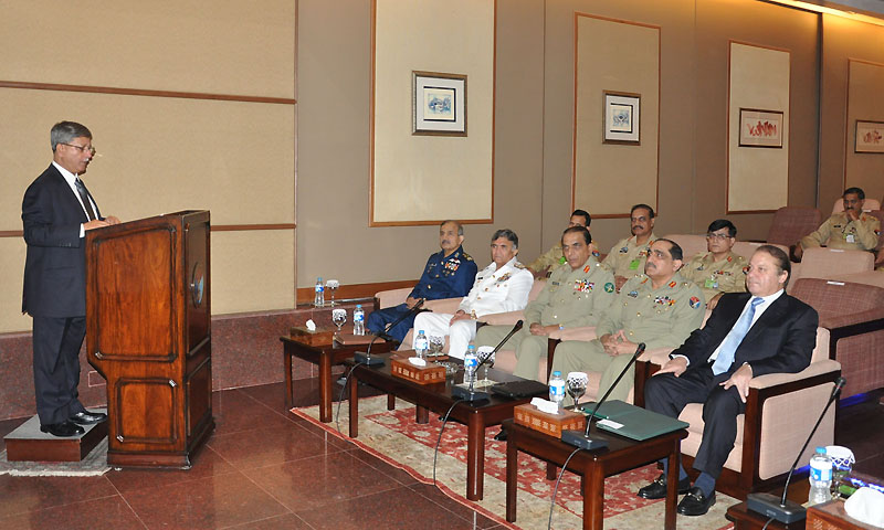 Director General Strategic Plans Division Lieutenant General(R) Khalid Ahmed Kidwai briefing Chairman and members of National Command Authority .  — Photo by INP