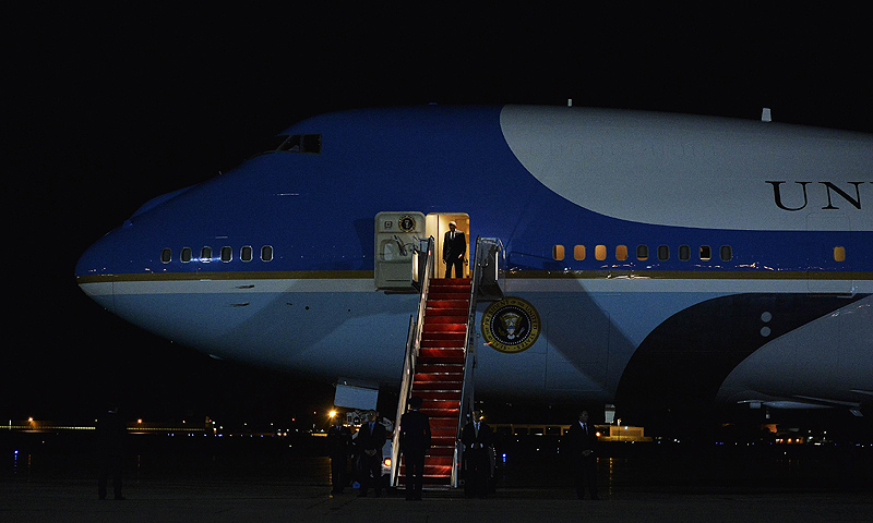 US President Barack Obama disembarks from Air Force One at Andrews Air Force Base in Maryland on on September 6, 2013 upon returning from Russia after attending the G20 summit. Obama and Russian counterpart Vladimir Putin failed Friday to end their bitter dispute over US plans for military action in Syria. -Photo by AFP