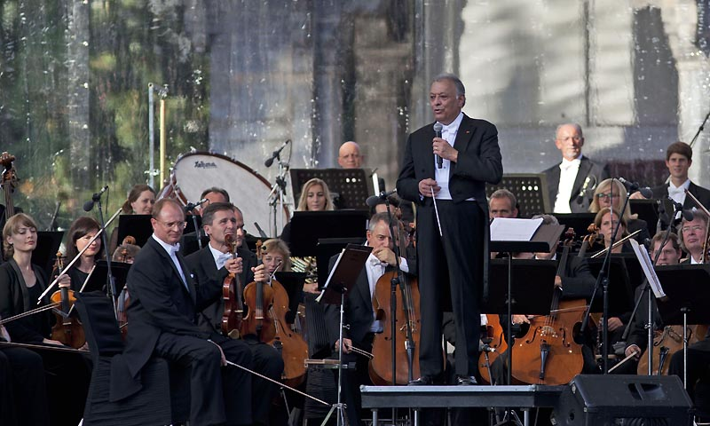 Indian-born orchestra conductor Zubin Mehta speaks during the Ehsaas-e-Kashmir concert at Shalimar Garden on the outskirts of Srinagar, India, Saturday, Sept. 7, 2013. — Photo by AP