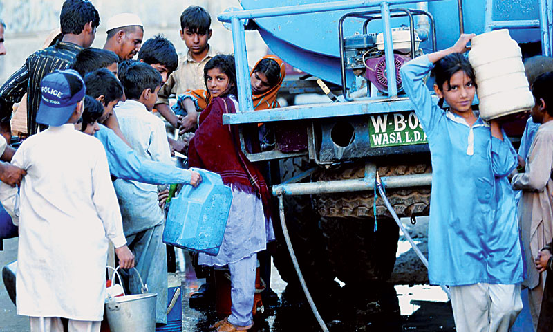 Children queue up to get potable water from a tanker.