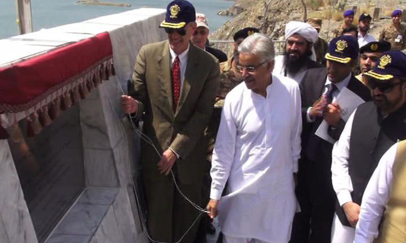Water and Power Minister Khawaja Asif and US Ambassador Richard Olson unveil a plague to inaugurate the newly-built Gomal Zam dam in South Waziristan on Thursday.