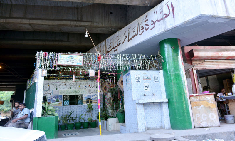 A mazaar under the Fatima Jinnah bridge.