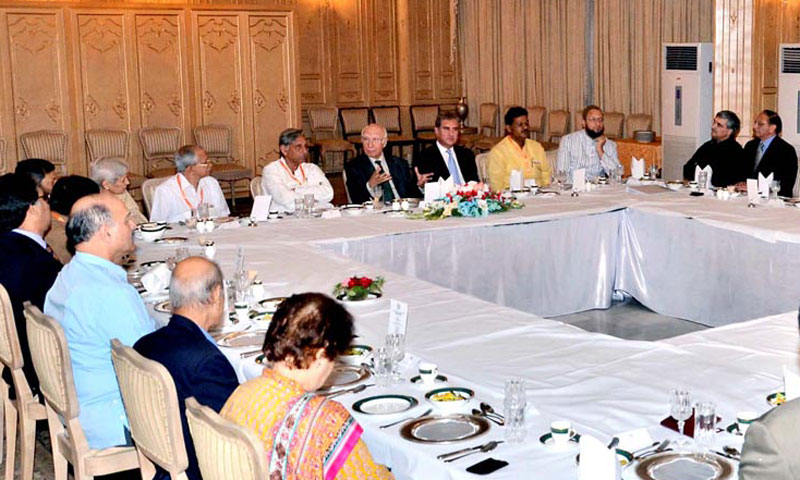 Adviser to the Prime Minister on National Security and Foreign Affairs Sartaj Aziz in a meeting with Indian Parliamentary delegation headed by Mani Shankar in Islamabad on Thursday. – Photo by Online