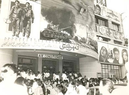 Film enthusiasts gather outside in large numbers at Karachi's Nishat Cinema in 1972.