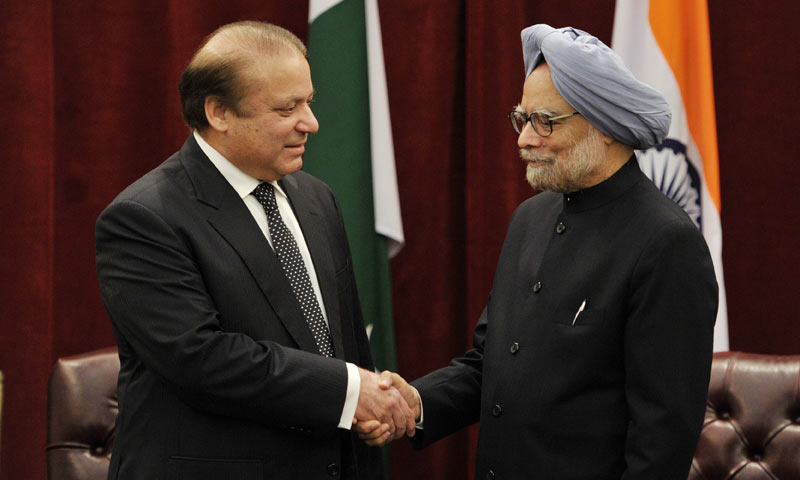 Indian Prime Minister Manmohan Singh (R) meets with his Pakistani counterpart Nawaz Sharif on the sidelines of the 68th Session of the United Nations General Assembly on September 29, 2013 at the New York Palace Hotel in New York. -AFP Photo