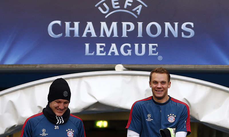 Bayern Munich's Manuel Neuer (R) and Bastian Schweinsteiger arrive for a training session at the Etihad Stadium in Manchester. -Photo by Reuters