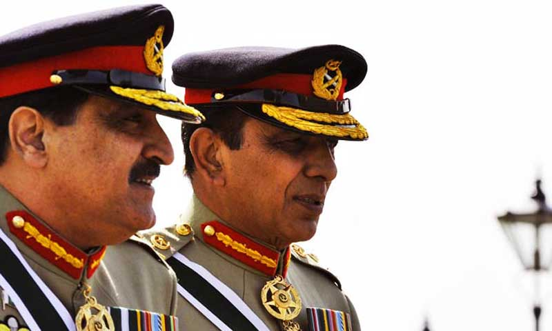 The image shows Chairman Joint Chiefs of Staff Committee Gen Khalid Shameem Wynne and army chief General Ashfaq Parvez Kayani. — File photo