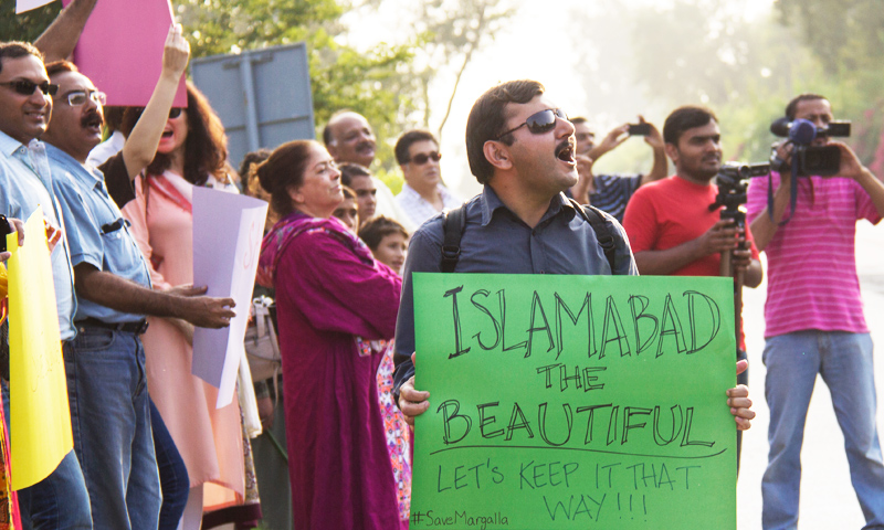 Members of the Islamabad civil society protesting against the tunnel project. -Photo courtesy of Kuch Khas.