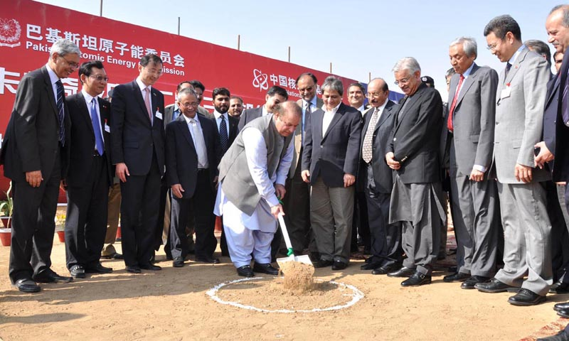 Prime Minister Nawaz Sharif breaking around at the site of KANUPP-2. — Photo by Online.