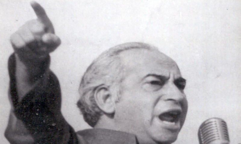 During a rally in Lahore in 1977, Bhutto mocked his opponents by telling the crowd that, 'Haan mein sharab peeta hoon .. laikan awam ka khoon nahi peeta!' (Yes I drink, but I do not drink the people's blood).