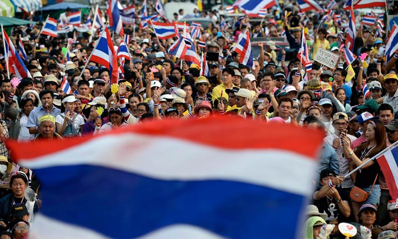 Anti-government protesters cheer and dance as protest leader Suthep Thaugsuban (not seen) addresses a crowd outside the Government House in Bangkok, Dec 9, 2013. — Photo by Reuters