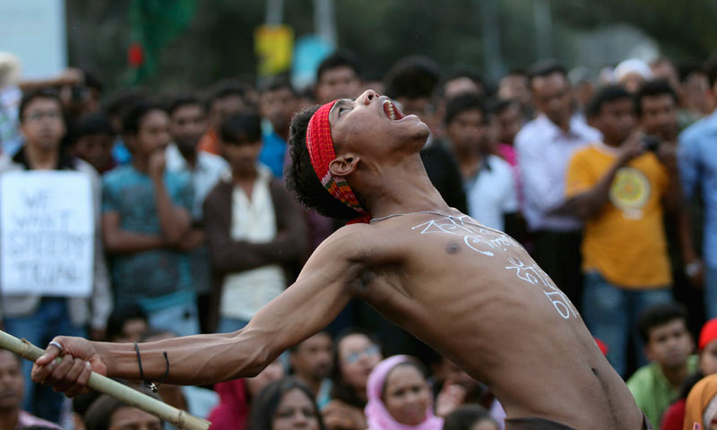 A man chants slogan as he attends a sit-in protest at Shahbagh intersection demanding capital punishment for Abdul Quader Mollah after he won a dramatic stay of execution before he was due to be hanged in Dhaka December 11, 2013. — Photo by Reuters