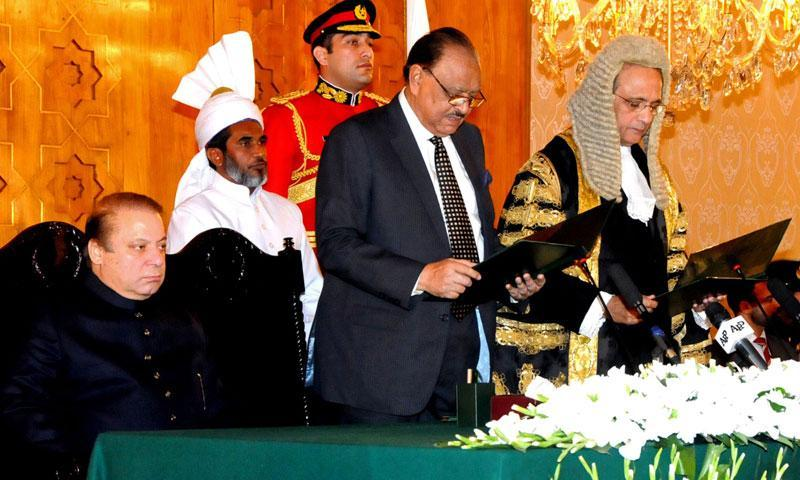 On December 12, 2013, Pakistani Prime Minister Nawaz Sharif (L) looks on as Pakistani President Mamnoon Hussain (C) administers the oath of office to Justice Tassaduq Hussain Jilani (R) as Chief Justice of Pakistan at the oath taking ceremony in Islamabad.— Photo by AFP