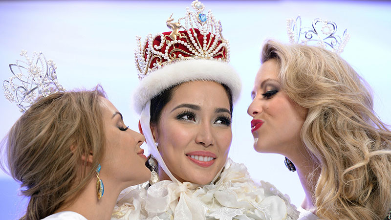 Bea Rose Santiago (C) of the Philippines is kissed by runner-up Nathalie den Dekker (L) of the Netherlands and second runner-up Casey Radley (R) of New Zealand after winning the Miss International Beauty Pageant in Tokyo on December 17, 2013. Photo by AFP
