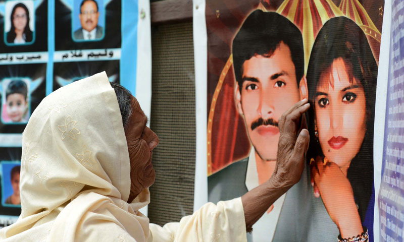 A Pakistani  Christian mourns the death of a relative who was killed in the September 22 bomb blast at the All Saint's Church, after a service in Peshawar on December 22, 2013. — Photo by AFP