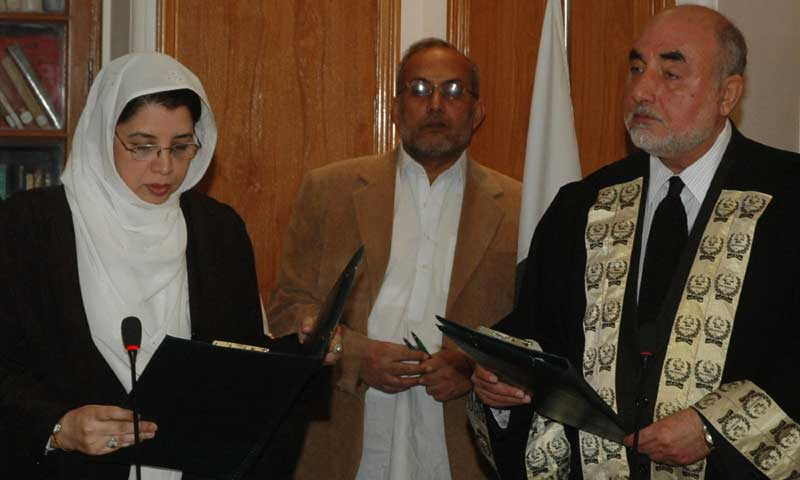 Federal Shairat Court Chief Justice Agha Rafiq Ahmed (R), receives an oath from Justice Ashraf Jehan (L) in Karachi on Monday. -AFP Photo