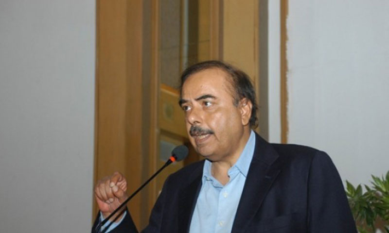منیر اے ملک نے گزشتہ روز بدھ کو وزیراعظم نواز شریف سے ملاقات کے دوران انہیں مطلع کیا کہ وہ جمعہ دس جنوری سے اپنے عہدہ چھوڑ رہے ہیں، ساتھ ہی انہوں نے اپنا استعفیٰ بھی پیش کردیا۔—فائل فوٹو۔