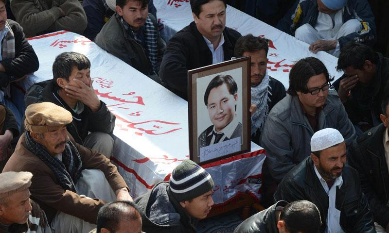 Relatives and mourners of  Shia pilgrims who were killed on Tuesday by a bomb blast, protest sitting next to their bodies, in Quetta, Wednesday, Jan. 22, 2014.—AFP Photo