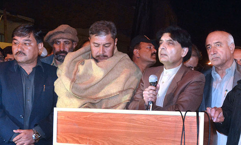 Interior Minister Chaudhry Nisar Ali Khan addressing to the Hazara protesters on Alamdar Road. APP