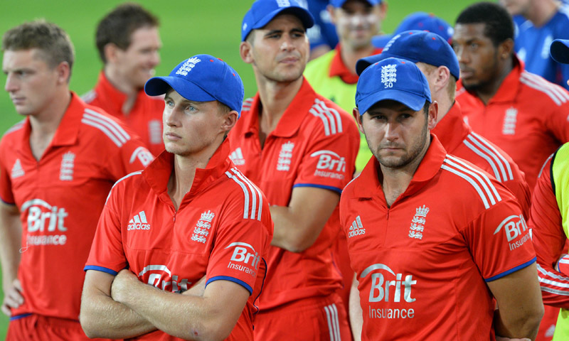 Joe Root and Tim Bresnan wait with other teammates as they attend a ceremony after losing to Australia in the third cricket T20 match in Sydney on February 2, 2014. – AFP