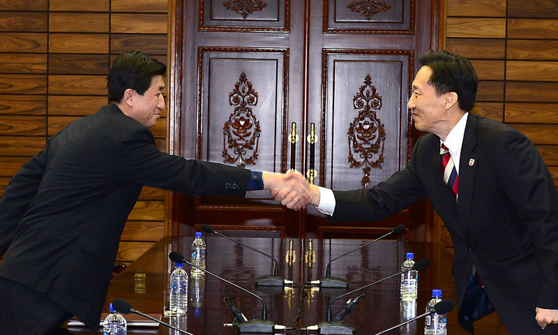 In this photo released by South Korean Unification Ministry, head of South Korean working-level delegation Lee Duk-haeng, right, shakes hands with his North Korean counterpart Park Yong Il at a meeting at Tongilgak on Feb. 5, 2014. —AP Photo