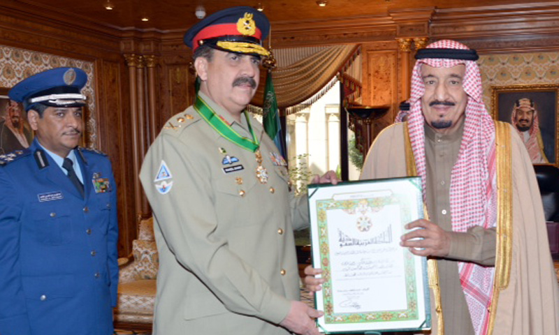 Army chief General Raheel Sharif receives King Abdul Aziz Medal of Excellence from Saudi Crown Prince Salman Bin Abdul Aziz Al-Saud on Wednesday. – Photo courtesy: ISPR
