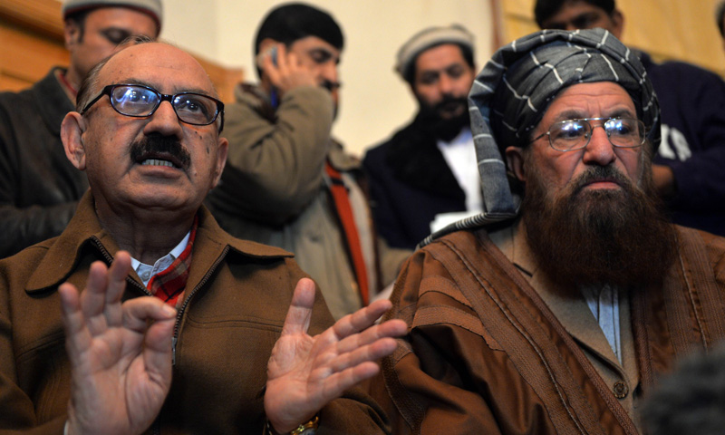 Special Assistant to the PM Irfan Siddiqui speaks during a joint press conference following their meeting at the Khyber Pakhtunkhwa House in Islamabad on February 6, 2014. – AFP Photo