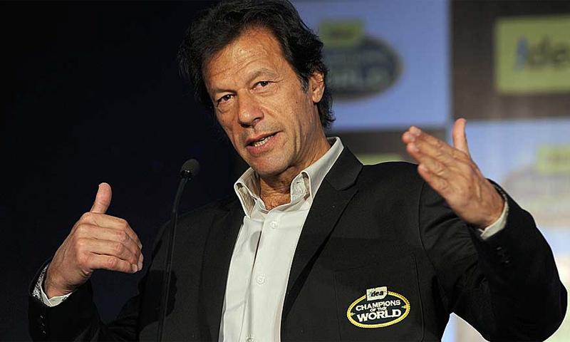 پاکستان کے سابق کپتان اور موجودہ سیاست دان عمران خان—فائل فوٹو۔