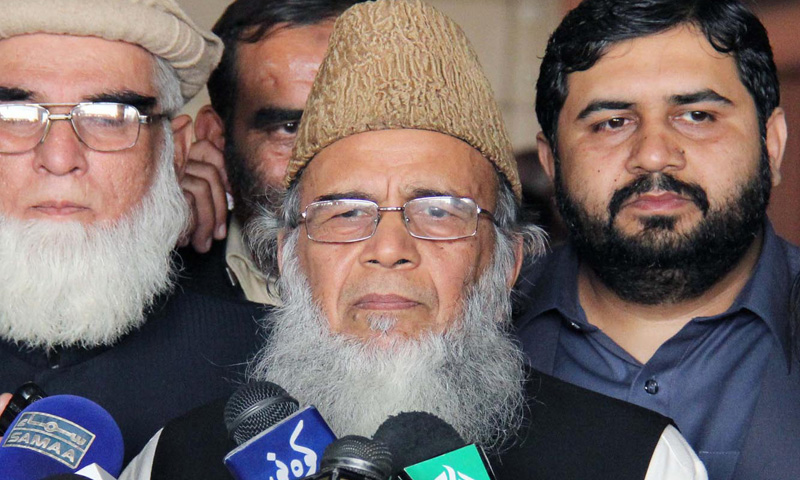 JI chief Syed Munawar Hasan talks to media representatives at Lahore Airport on Friday. – INP Photo