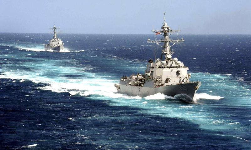 ملائیشین ایئرلائنز کے لاپتہ طیارے کی تلاش کے لیے امریکی بحریہ اپنا ایک تباہ کن بحری جہاز یو ایس ایس كڈ، ملائیشیا کے مغربی کنارے کی طرف بھیج رہی ہے۔ —. فوٹو رائٹرز