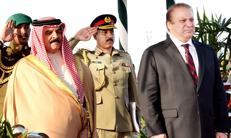 King of Bahrain Hamad bin Isa Al Khalifa and Prime Minister Nawaz Sharif stand in honour of National Anthems at the guard of honour presented to the visiting dignitary upon his arrival in Pakistan at PAF Base Nur Khan Chaklala on Tuesday. – INP Photo