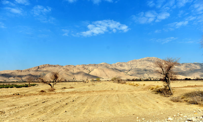 A view of Khuzdar on the way to the site where the mass graves were discovered. — Photo by Fahim Siddiqui/White Star