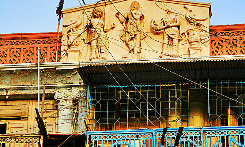 The headless statues of the Sighan Mansion on Bandar Road. -Photo by author
