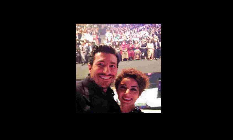 Presenters Waqar Ali Khan and Sarwat Gillani take a selfie during the segment.