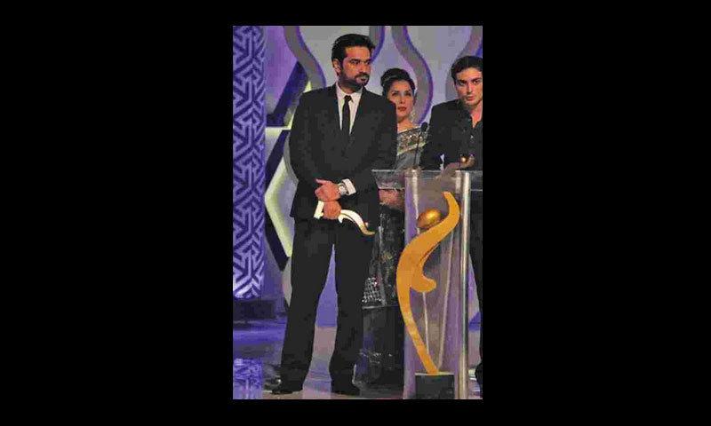 Humayun Saeed and Bilal Lashari receive their Recognition Awards from presenter Samina Peerzada.