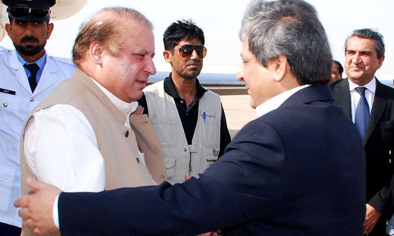 Prime Minister Nawaz Sharif is being welcomed by Governor Sindh Dr Ishratul Ibad Khan at Karachi Airport on Tuesday. – Photo by Online